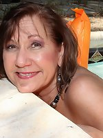 Horny mature lsut playing with her pussy at the pool